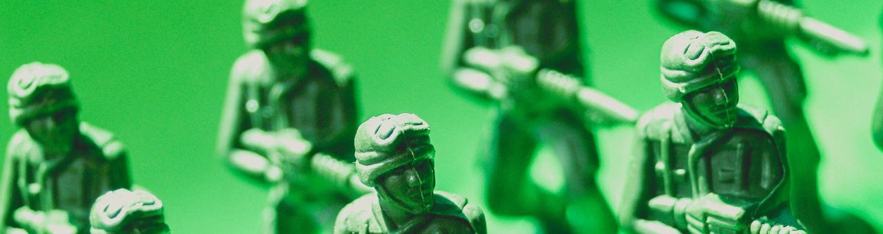 green-plastic-toy-solкdiers-1531768268gw4.jpg